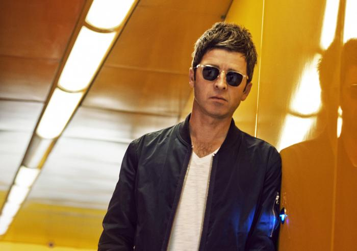 "Noel Gallagher presentó ""In the heat of the moment"", su primer single de Chasing Yesterday"