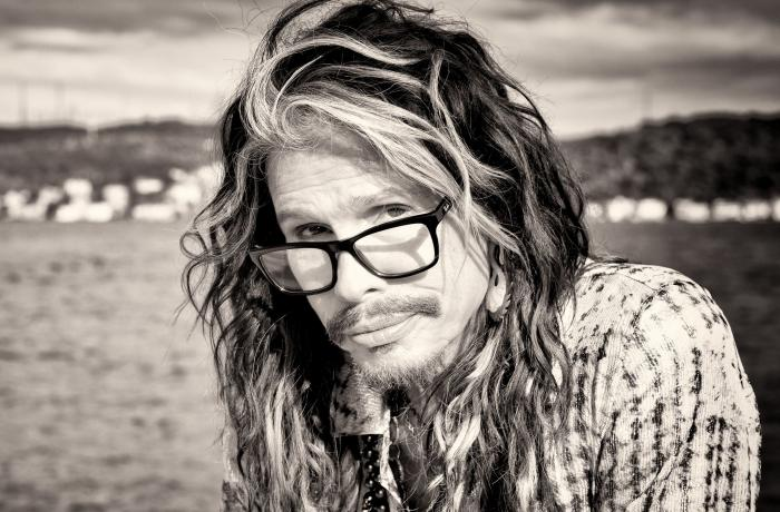 Steven Tyler estrena su primer sencillo titulado: Love Is Your Name